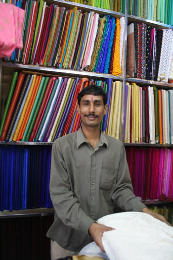 matching cloth shop assistant