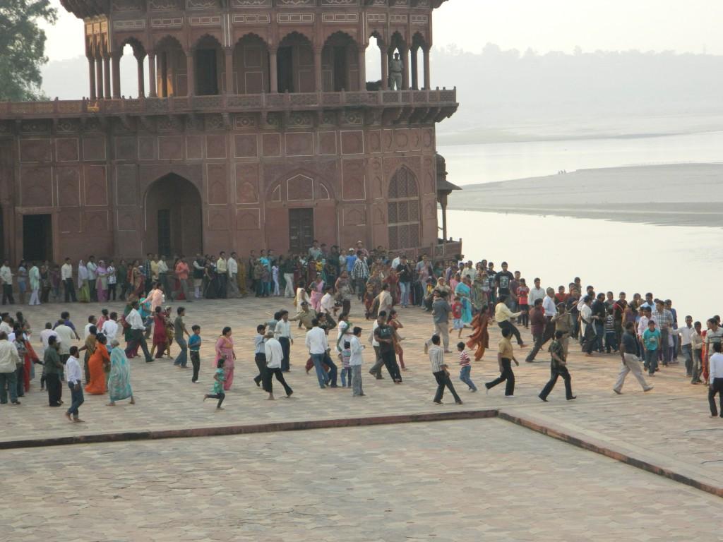 line at Taj Mahal, photo copyright Brendan Gregg